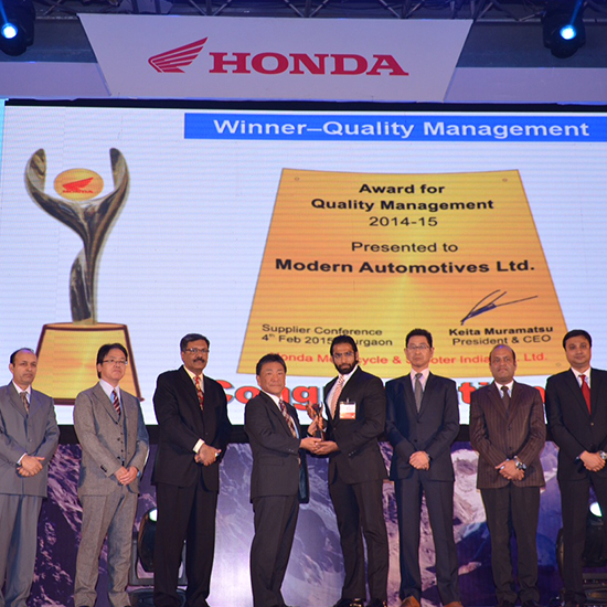 Mr Aditya Goyal receiving the award for Quality Management from Honda
